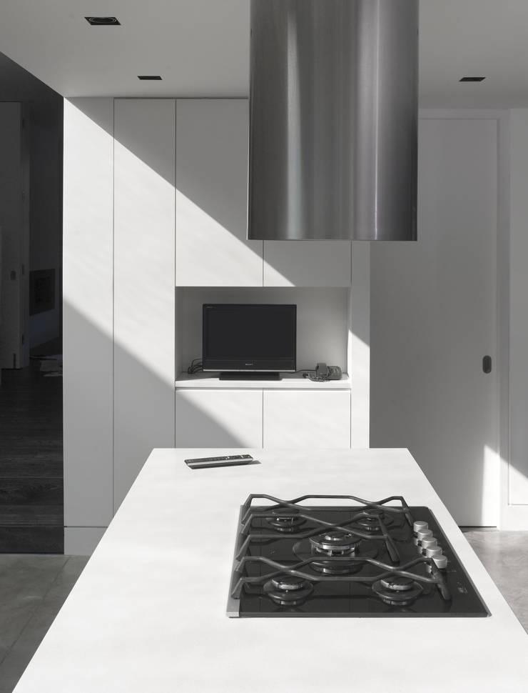 Mapledene Road:  Kitchen by Platform 5 Architects LLP