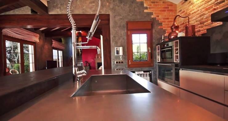 Cocina en tablero marino: Cocinas de estilo  de SOINCO