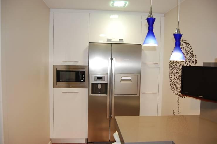 minimalistic Kitchen by Sebastián Bayona Bayeltecnics Design
