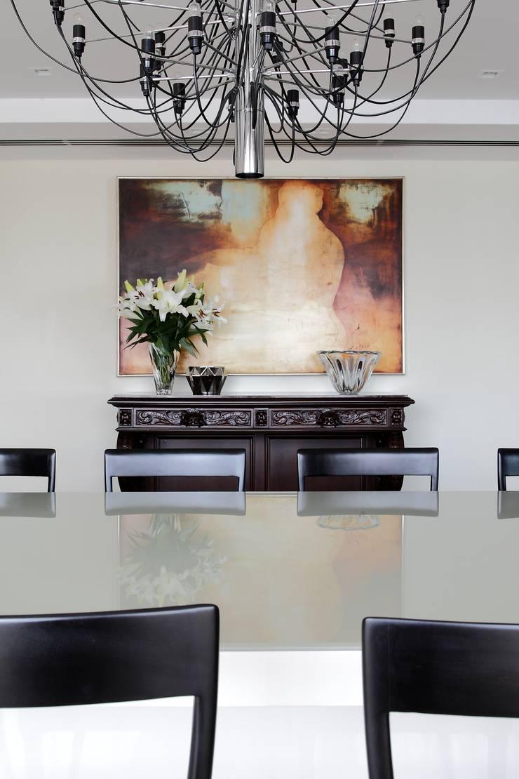Apartamento St Paul de vence: Salas de jantar  por Carlos Otávio Arquitetura e Interiores