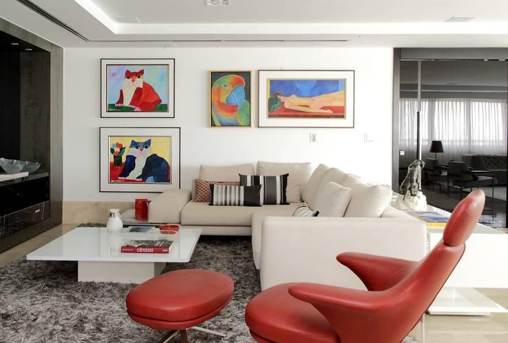 Salas / recibidores de estilo  por Carlos Otávio Arquitetura e Interiores