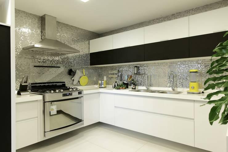 Cocinas de estilo  de Carlos Otávio Arquitetura e Interiores