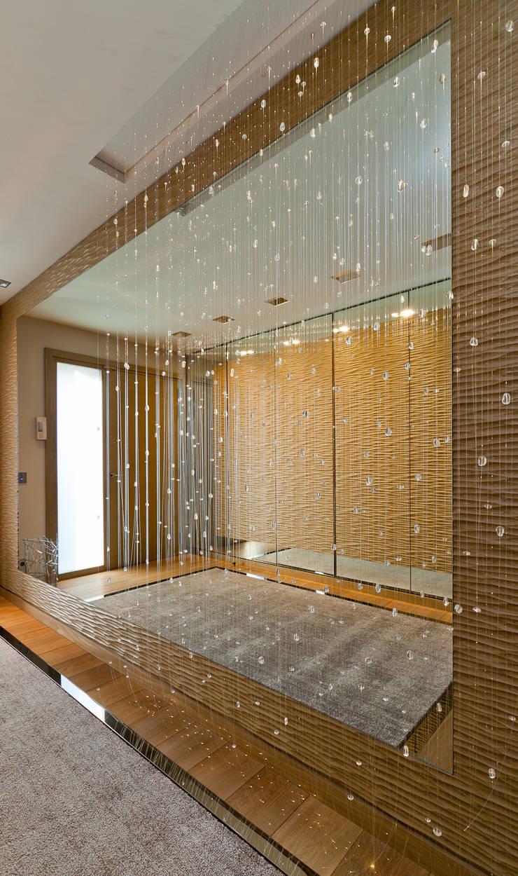 Entrée: Couloir et hall d'entrée de style  par Atelier TO-AU