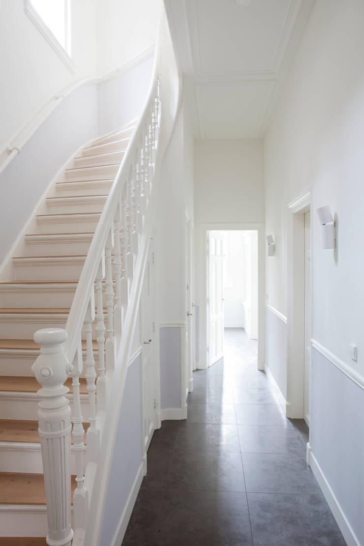 Corridor & hallway by Remy Meijers Interieurarchitectuur, Modern