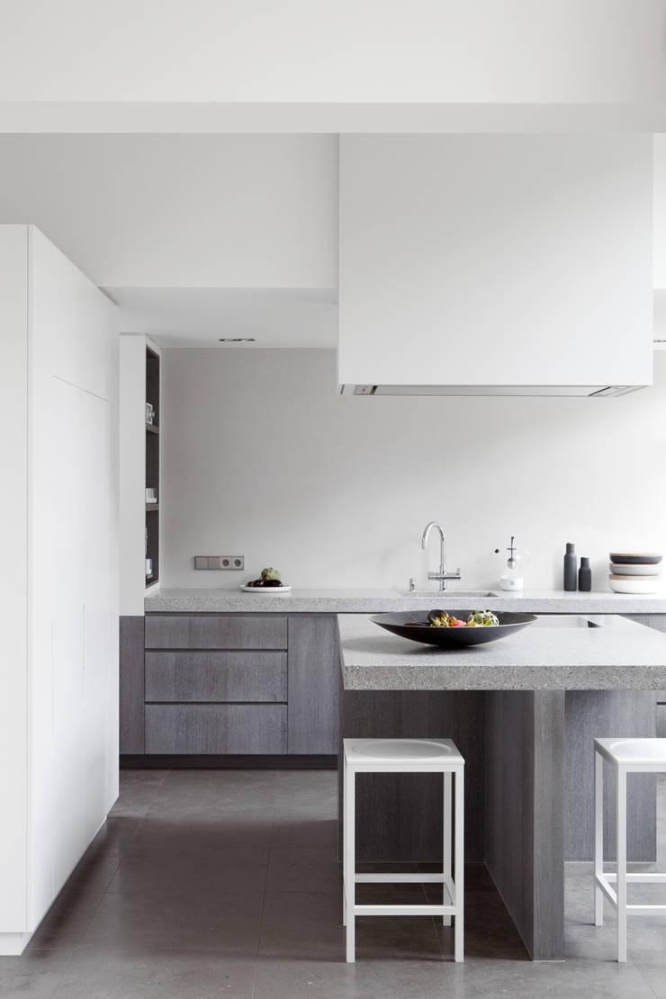 Herenhuis in Den Haag:  Keuken door Remy Meijers Interieurarchitectuur