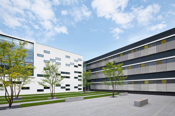 verwaltungszentrum f r polizei und finanzamt geldern por michael van ooyen architekt bda homify. Black Bedroom Furniture Sets. Home Design Ideas