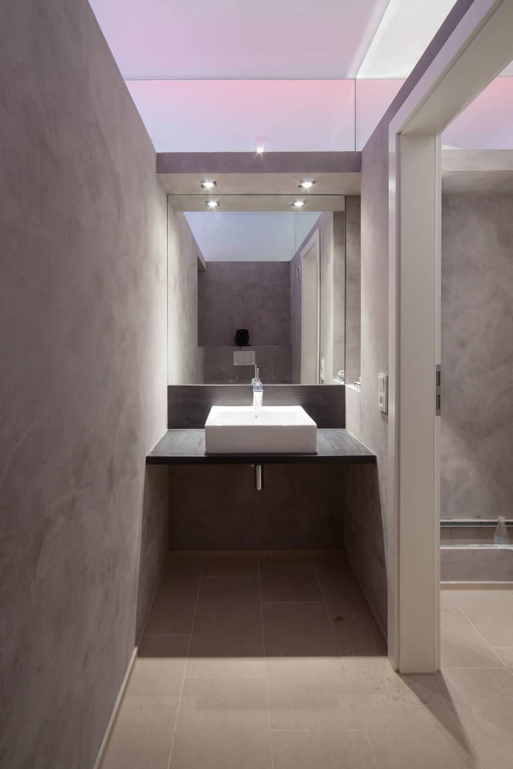 Gäste WC:  Badezimmer von Beck+Blüm-Beck Architekten,Modern