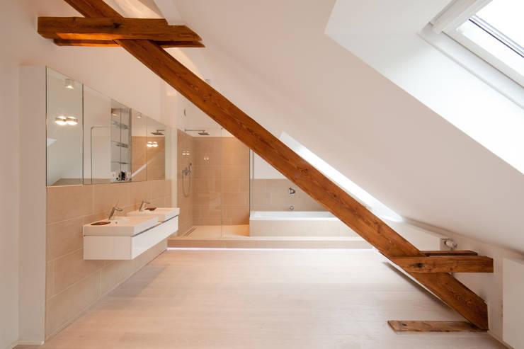 Badezimmer:  Badezimmer von Beck+Blüm-Beck Architekten,Modern