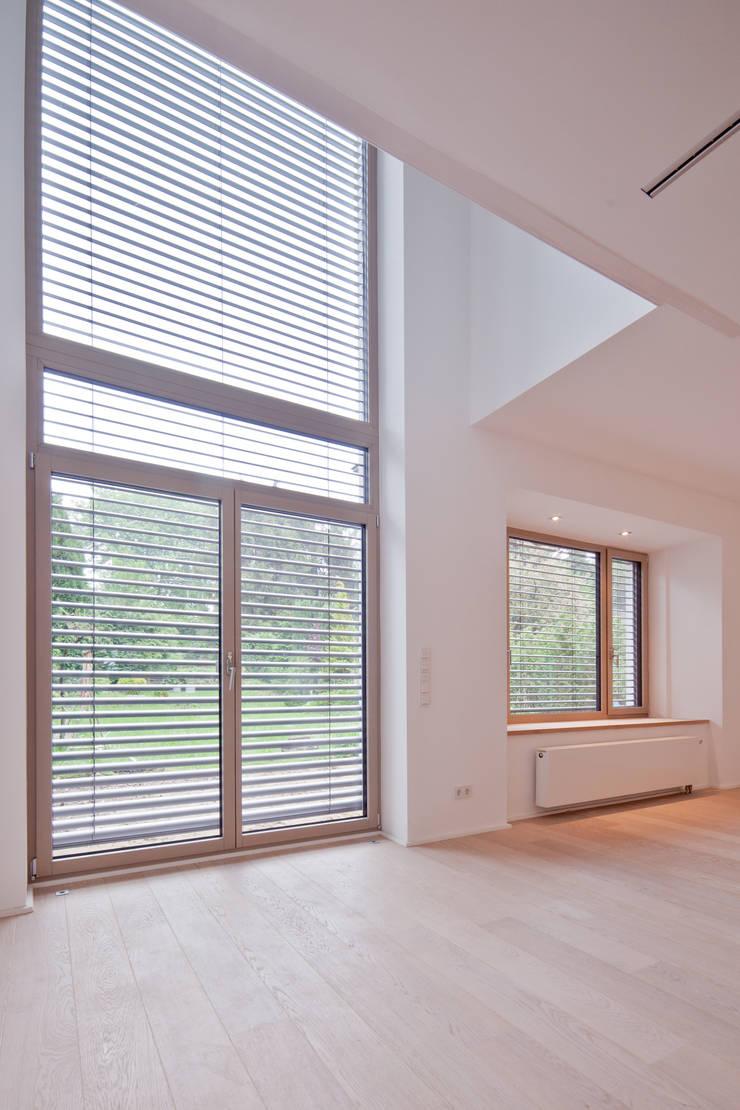 Luftraum :  Wohnzimmer von Beck+Blüm-Beck Architekten,Modern