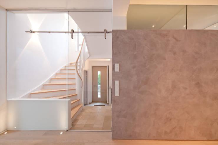 Eingang:  Flur & Diele von Beck+Blüm-Beck Architekten,Modern