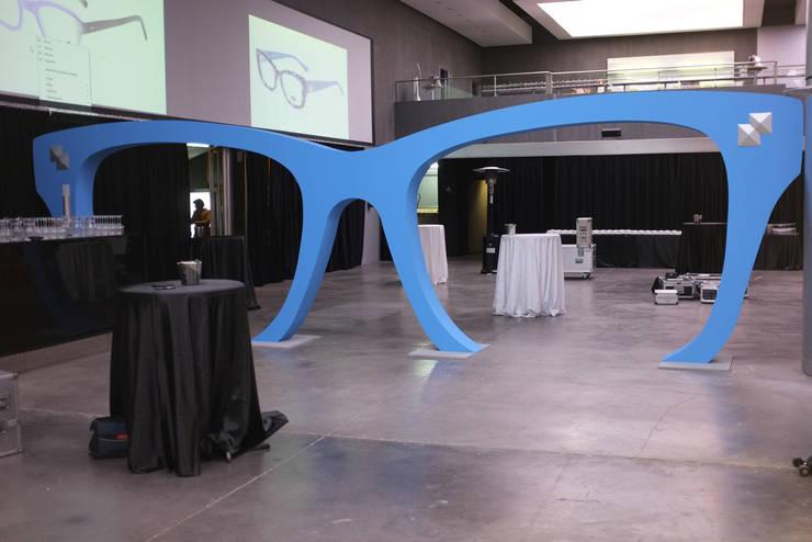 Gafas gigantes para Multiopticas: Centros comerciales de estilo  de Trama