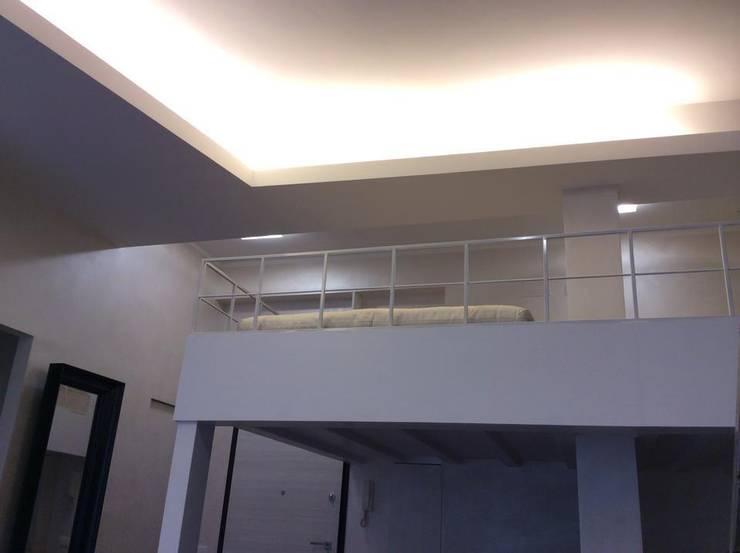 Appartamento Roma Flaminio: Soggiorno in stile  di piano a, Moderno