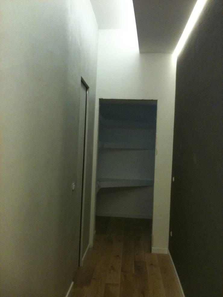 Appartamento Roma Prati: Ingresso & Corridoio in stile  di piano a