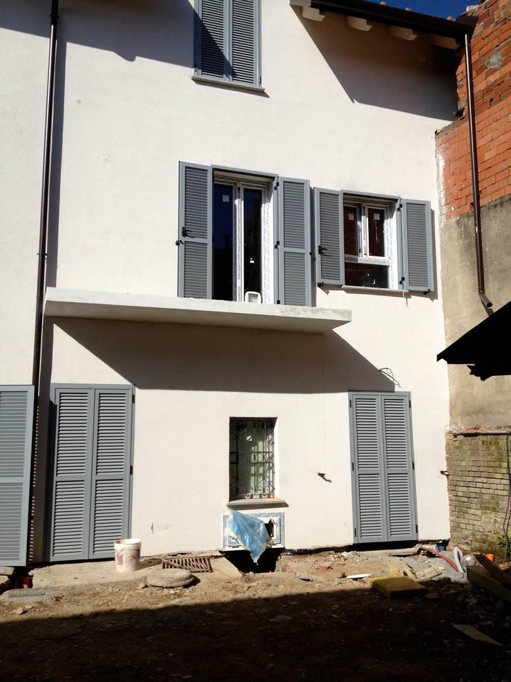 prima e dopo di una casa:  in stile  di Brigi Co.De. House,