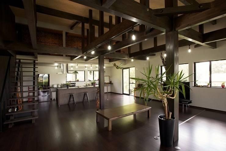 リゾートな家~神戸市T様邸: 株式会社 創匠が手掛けたキッチンです。