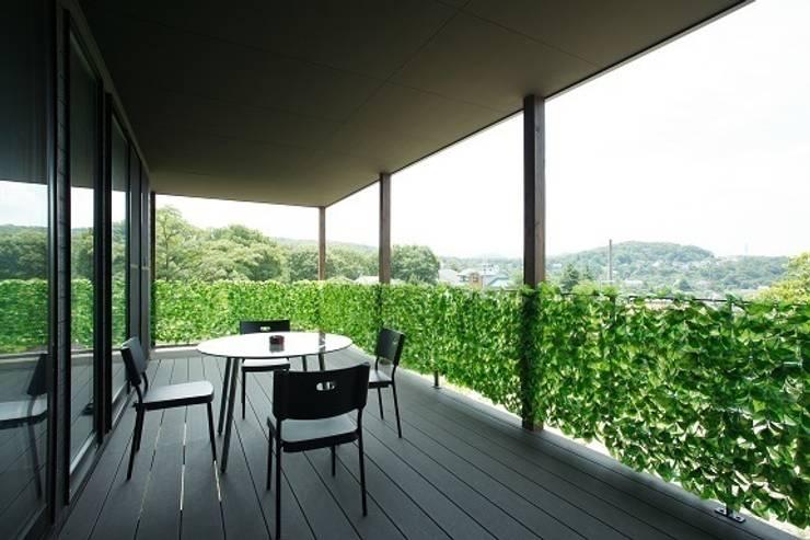 リゾートな家~神戸市T様邸: 株式会社 創匠が手掛けたテラス・ベランダです。