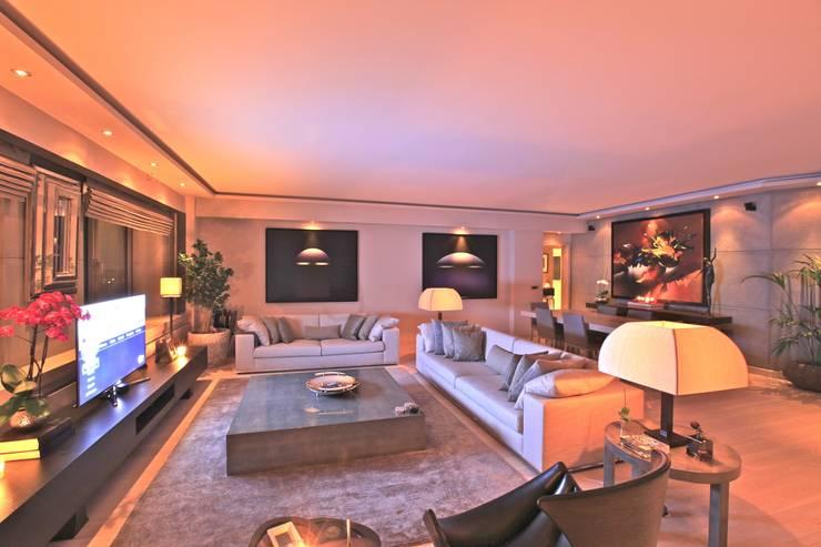 Kerim Çarmıklı İç Mimarlık – AKMERKEZ EVI / AKMERKEZ HOUSE  2012:  tarz Oturma Odası