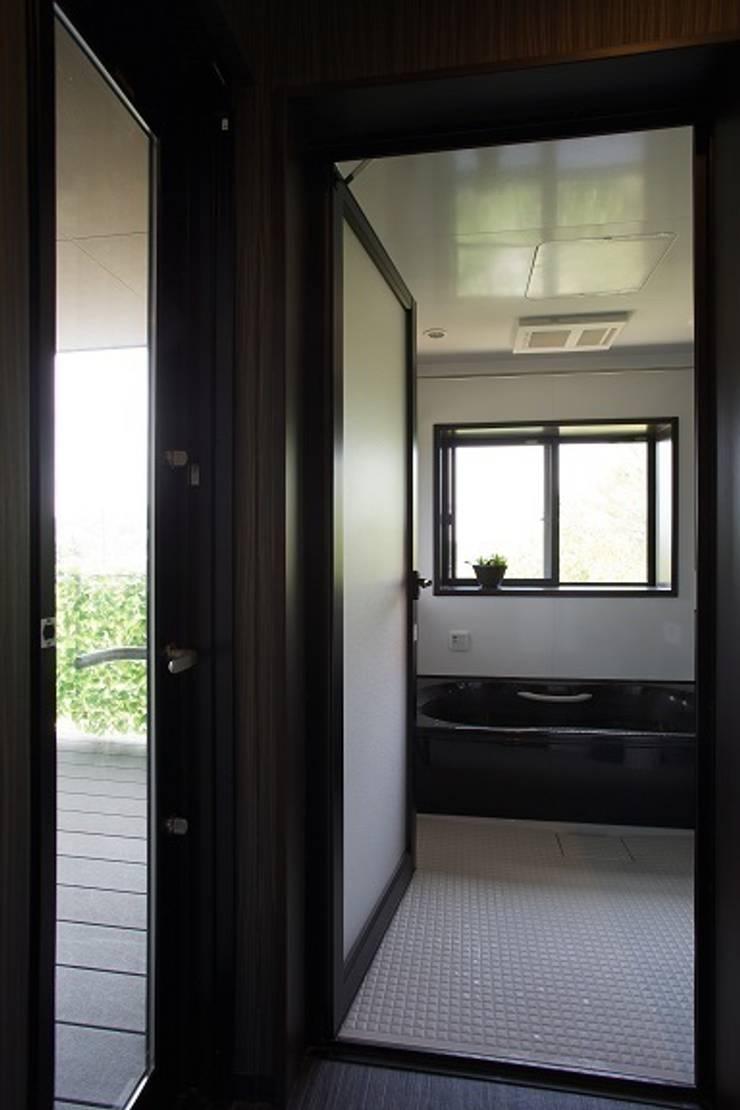 リゾートな家~神戸市T様邸: 株式会社 創匠が手掛けた浴室です。