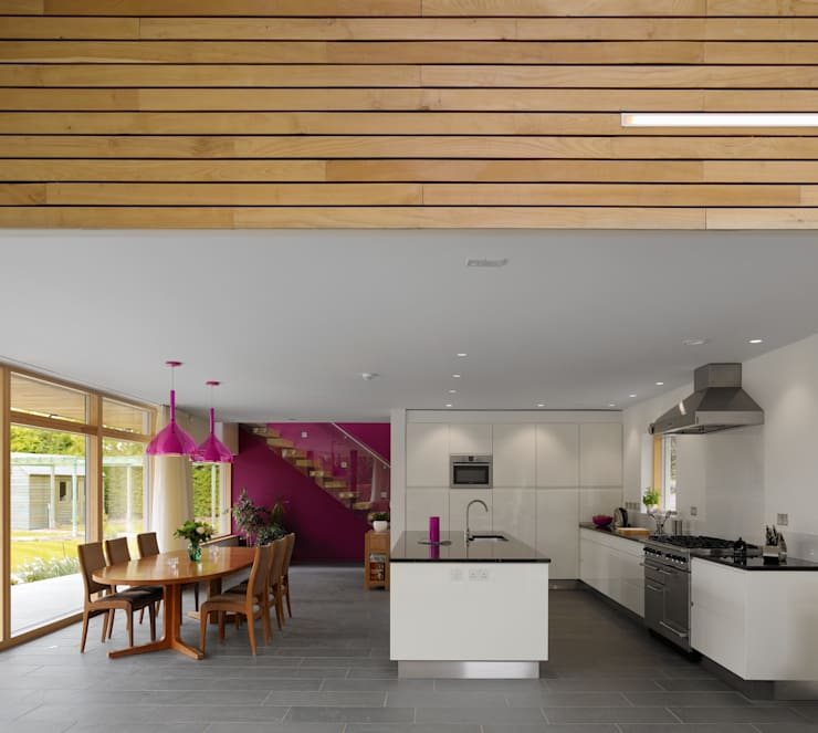 Meadowview:  Kitchen by Platform 5 Architects LLP