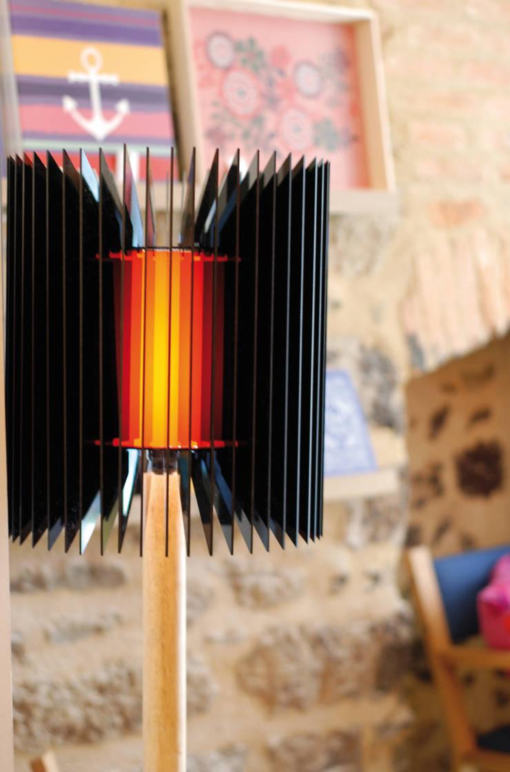 L52 noire: Salon de style  par TI MOUTIK