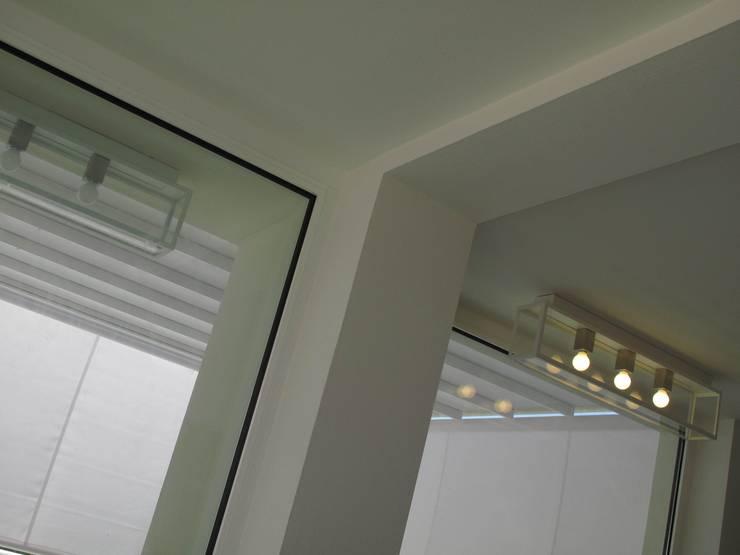 minimalist  by MONICA POLETTI INTERIORS, Minimalist