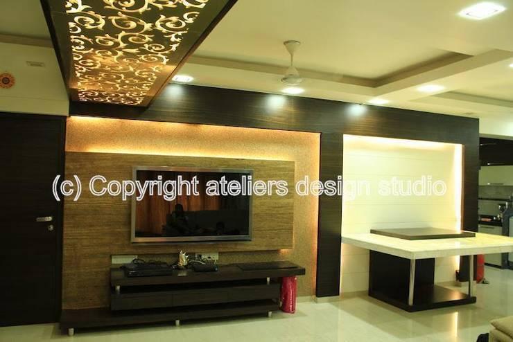 Joiser's:  Living room by Ateliers Design Studio