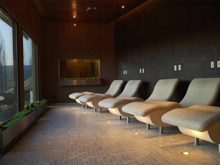 sala assoluto relax: Spa in stile  di ssuma