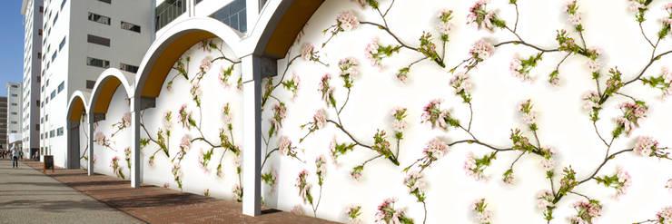 Muurbloem Design Studio_Collection Flowers + Leaves_Blossom:  Muren & vloeren door Muurbloem Design Studio