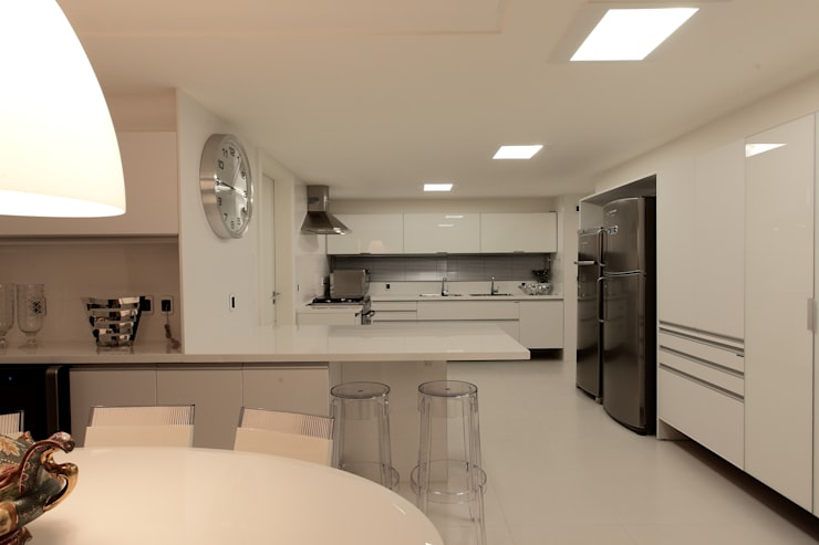 Cozinhas clássicas por Carlos Otávio Arquitetura e Interiores