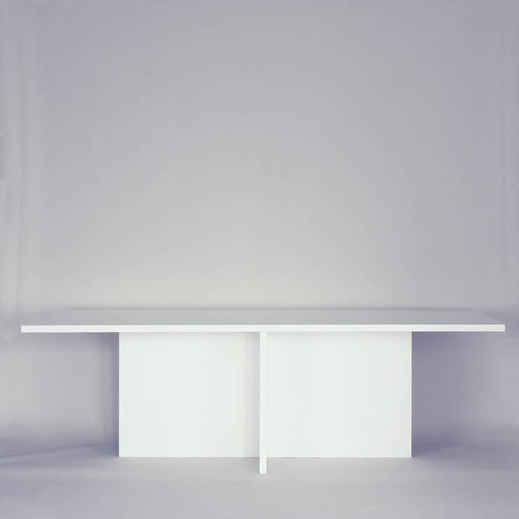 papptisch aus papier-wabenplatten: minimalistische Esszimmer von Frank Huster