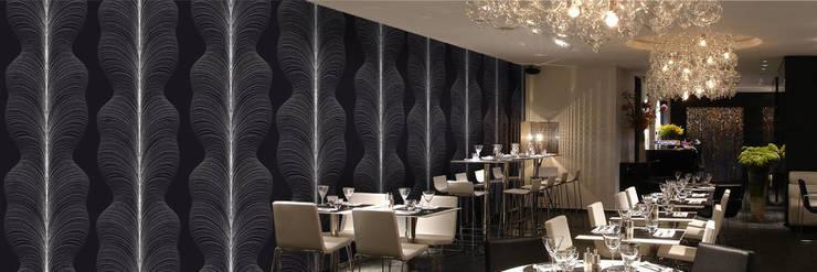 Muurbloem Design Studio_Collection Curves & Stripes_Whirl_BW:  Muren & vloeren door Muurbloem Design Studio