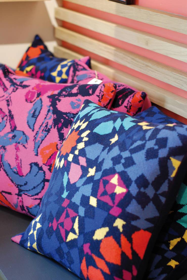 Coussin tissé laine & coton: Salon de style  par TI MOUTIK
