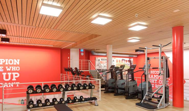 Sporthallenbeleuchtung:  Fitnessraum von KANDEM Leuchten GmbH