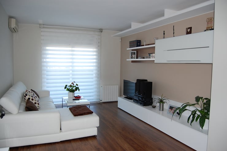 Salones: Salones de estilo minimalista de Sebastián Bayona Bayeltecnics Design