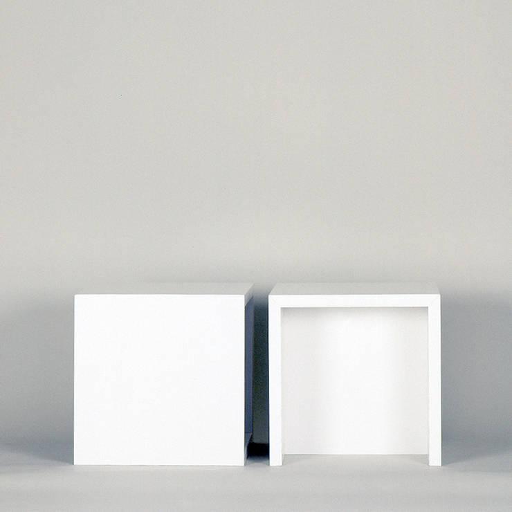 papphocker: minimalistische Wohnzimmer von Frank Huster