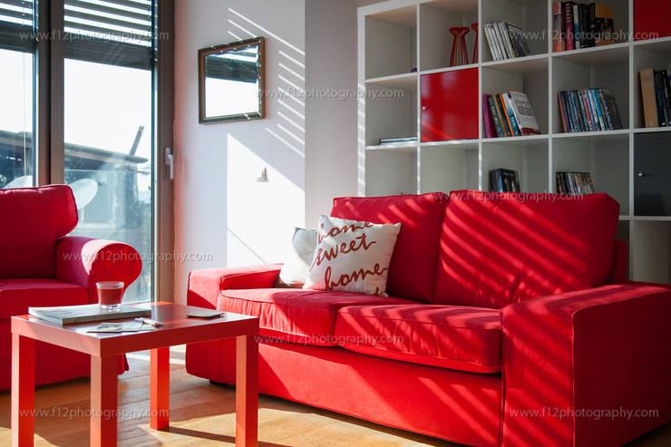 Salas / recibidores de estilo moderno por f12 Photography