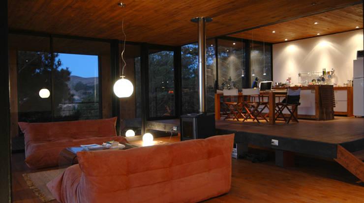Casa 47:  Wohnzimmer von scoopstudio,Minimalistisch