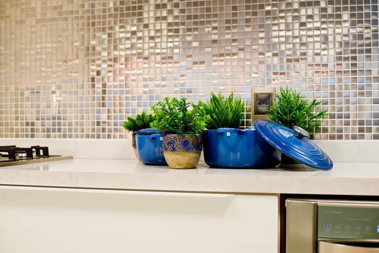 Descanso na cidade: Cozinhas modernas por ArchDesign STUDIO