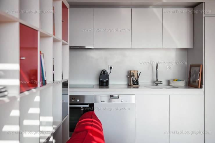Cocinas de estilo moderno por f12 Photography