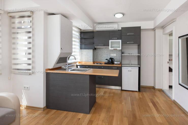f12 Photography – Bianco Residence:  tarz Mutfak