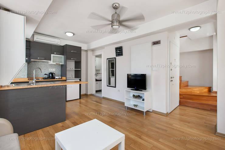f12 Photography – Bianco Residence:  tarz Oturma Odası