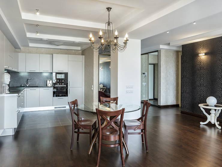 Кухня (вид из гостиной):  в . Автор – PROTOTIPI architects