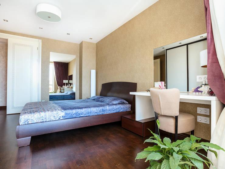 Спальня:  в . Автор – PROTOTIPI architects
