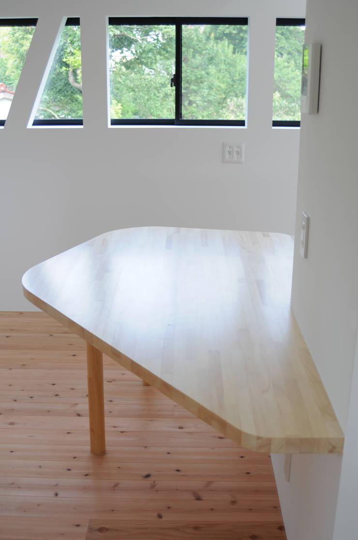 2階子世帯ダイニングルーム: 株式会社小島真知建築設計事務所 / Masatomo Kojima Architectsが手掛けたダイニングです。