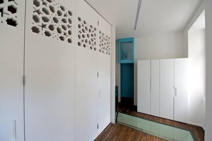eclectische Woonkamer door 3rdskin architecture gmbh