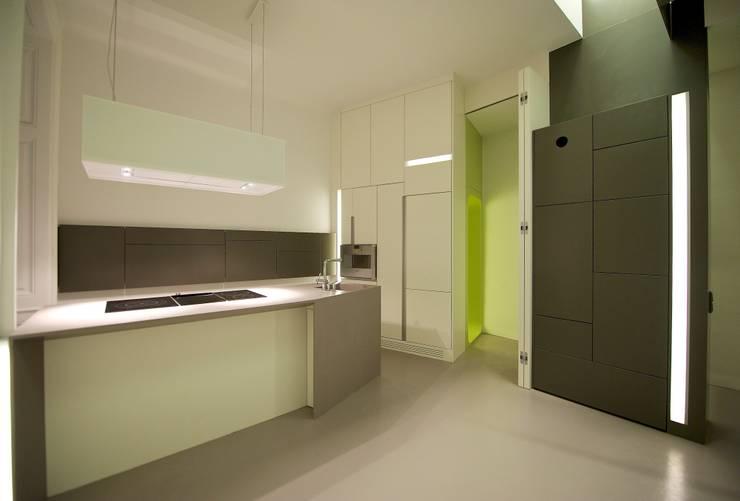 kochen / essen:  Küche von 3rdskin architecture gmbh