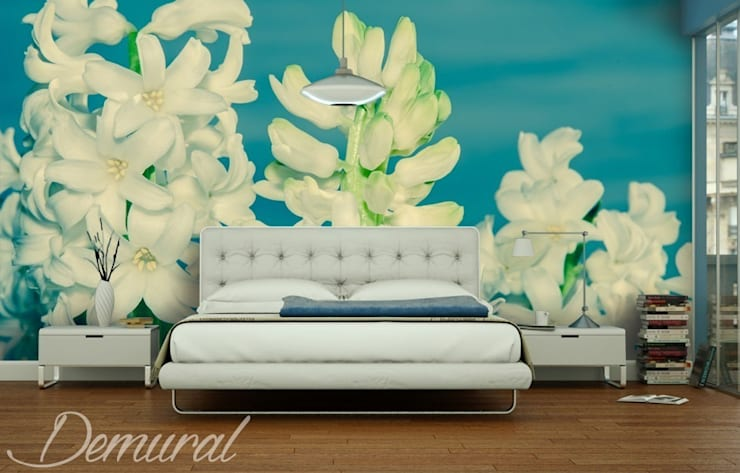 Close-up on flowers:  Bedroom by Demural