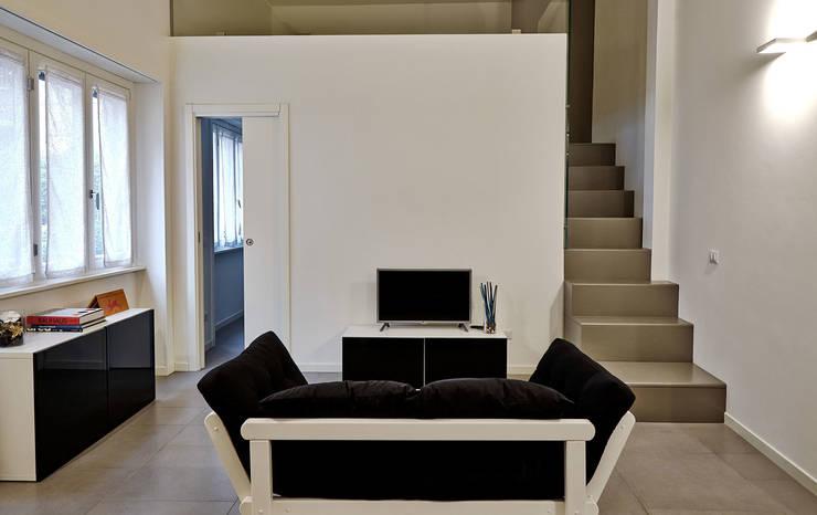 HOU16 Ingresso, Corridoio & Scale in stile moderno di mimoa Moderno