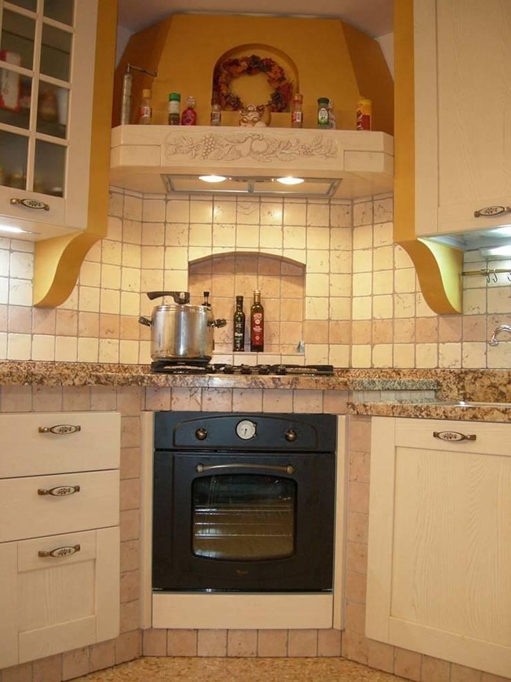 Cucina in muratura – Abano Terme (PD): Cucina in stile  di Simone Battistotti - SB design