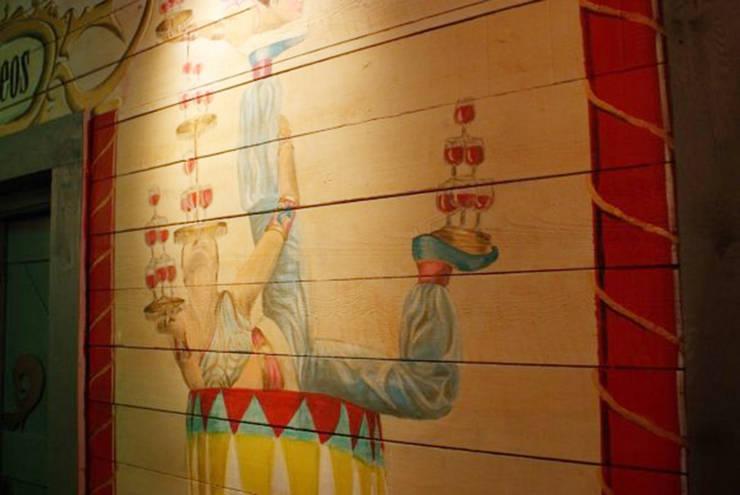 Pub Circus, Úbeda: Locales gastronómicos de estilo  de moreandmore design